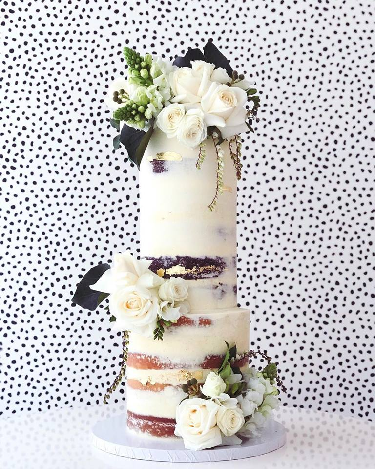 wedding-cake-white-blooms.jpg
