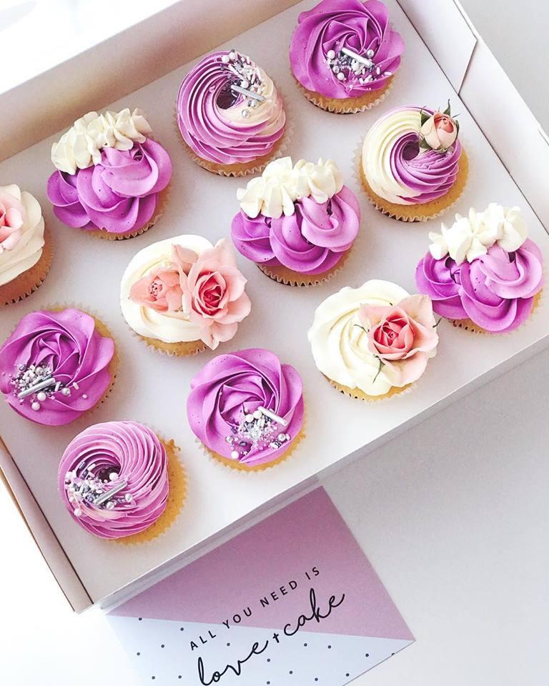 pink-white-cupcakes.jpg