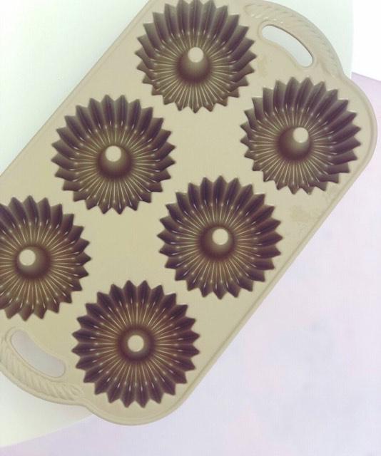 Williams Sonoma Nordic Ware Brilliance Cakelet Pan