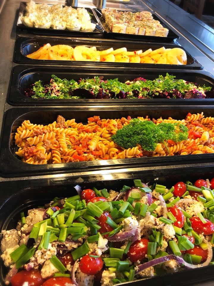 Lounas - Meiltä saat maistuvan lounaan viikon jokaisena päivänä. Lounaan tarjoiluajat ovat:Ma-La klo 10.30-18.00Su klo 11.00-16.00Viikon lounaslistan näet ravintolan sivuilta osoitteessa www.picante.fiTeemme mielellämme tarjouksia myös ryhmien ruokailuista. Valmiit menut löydät myös ravintolan sivuilta. Tai pyydä tarjous puh. 06 8273 200 email: nukkumatti(at)picante.fi