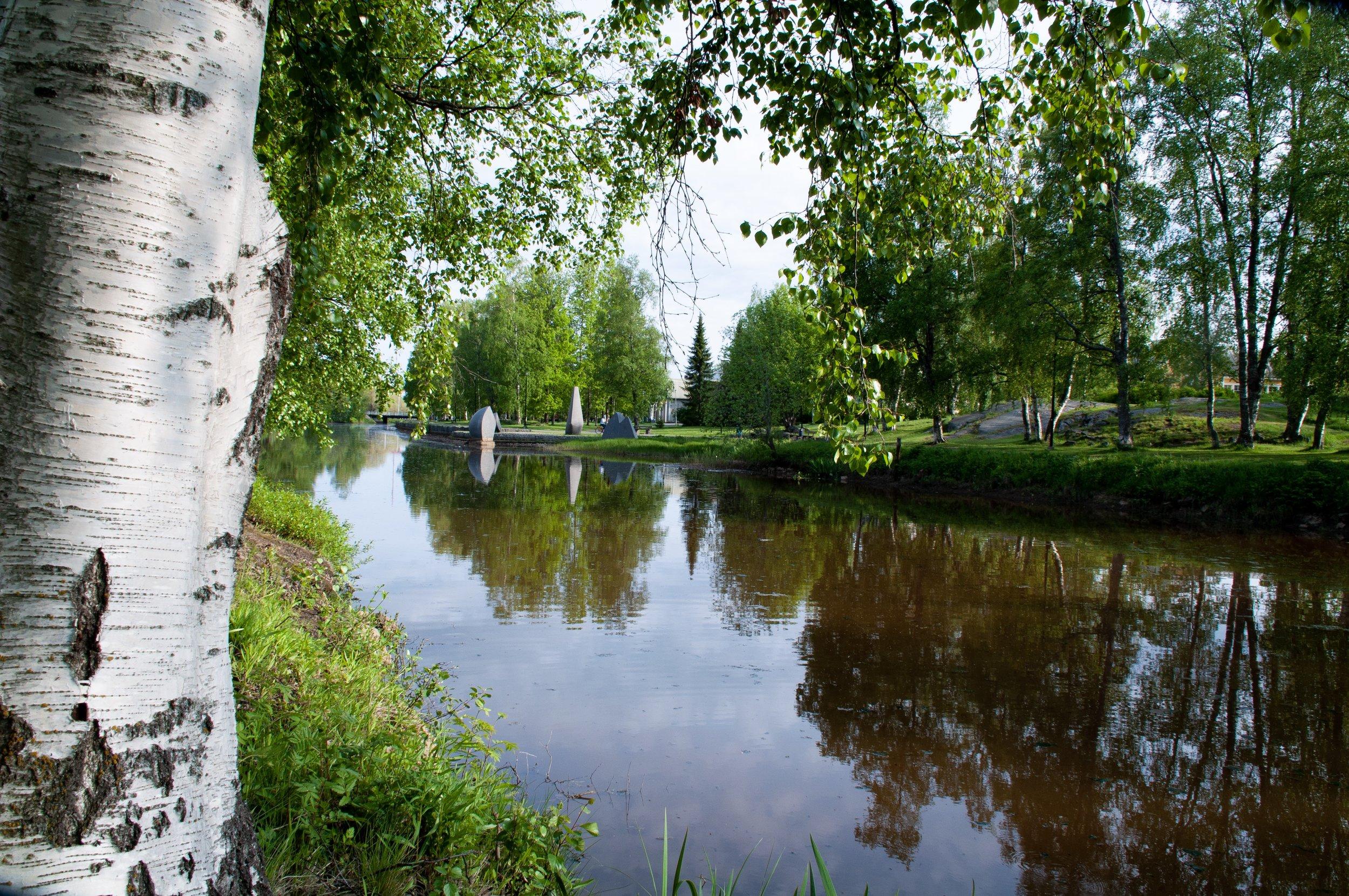 Kaupunginsalmi Suntin vartta voit kävellä, lenkkeillä, pyöräillä tai rullaluistella aina Kokkolan Meripuistoon saakka.