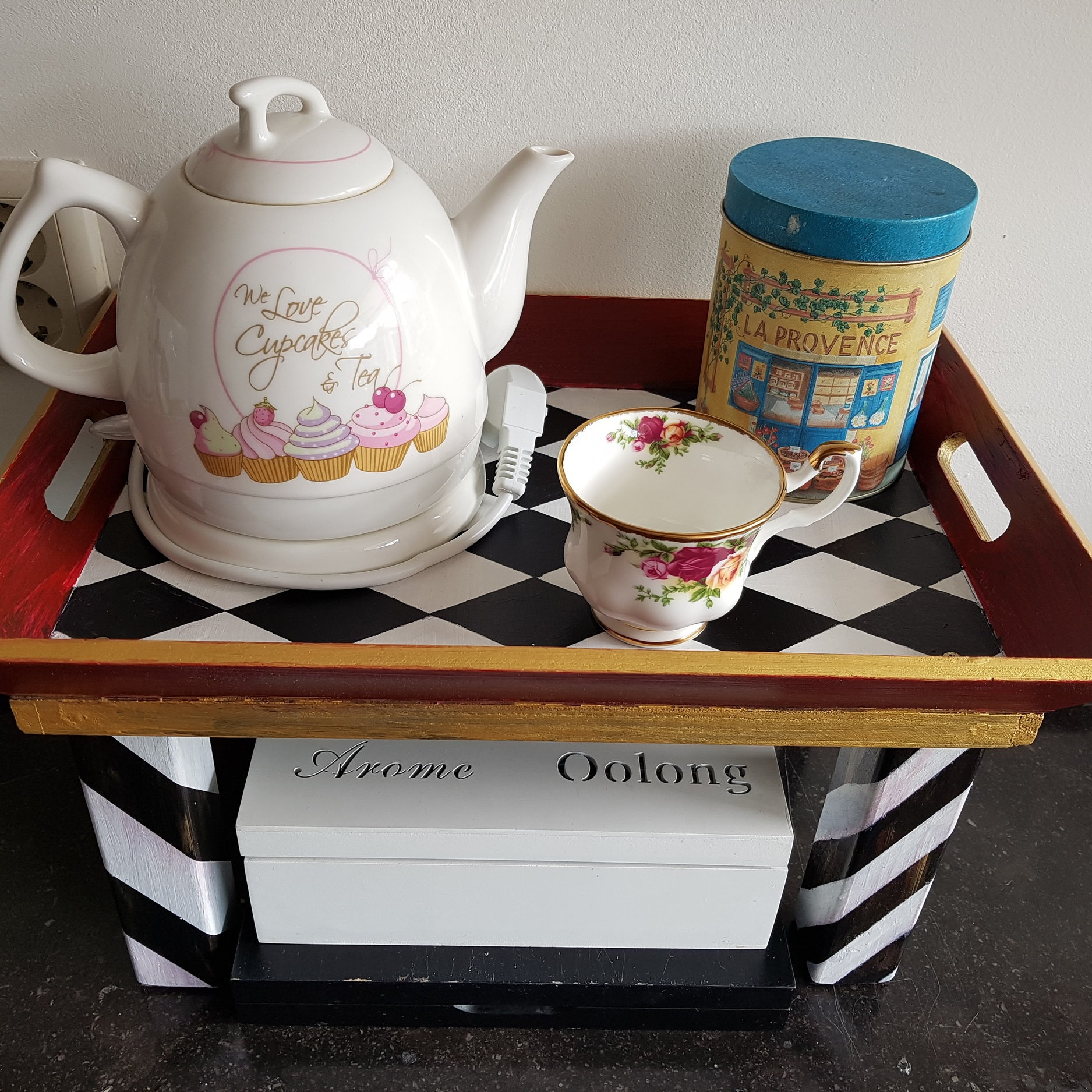 It's always tea time… - This tray is inspired by my madness for