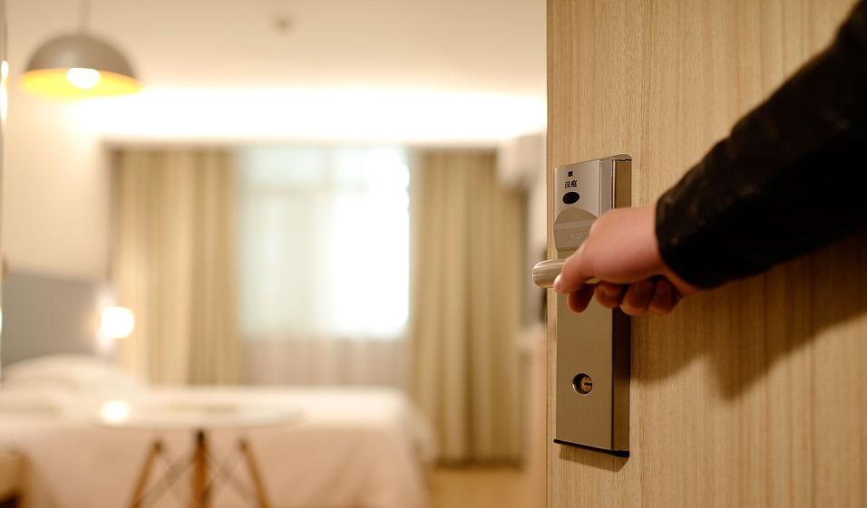 hotel-room-door-open-dropee-1.jpg