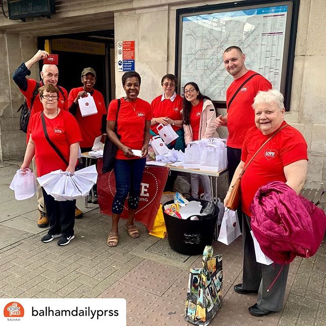 Posted @withrepost • @balhamdailyprss Balham is a hive of activity this morning with over 180 red t-shirted volunteers taking part in #LoveBalham @lovebalham! There's free car-washing outside St Mary's, nail-painting on Bedford Hill Place, prayer on Balham High Road and much more. 7 local churches across 5 denominations have got together this year to spread the love of God through practical projects in the community. Find out more at lovebalham.org! . . . . . . . . . . #Balham #Tooting #TootingBec #TootingCommon #Streatham #Furzedown #Mitcham #Earlsfield #ColliersWood #Wimbledon #Wandsworth #WandsworthCommon #balhamdailyprss