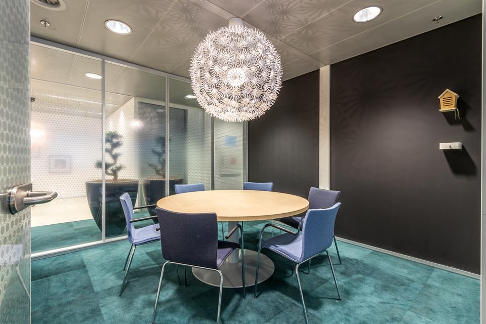 locatie utrecht - werkcafé 6 persoons vergaderruimte  €25,00 per uur  EXCL. btw