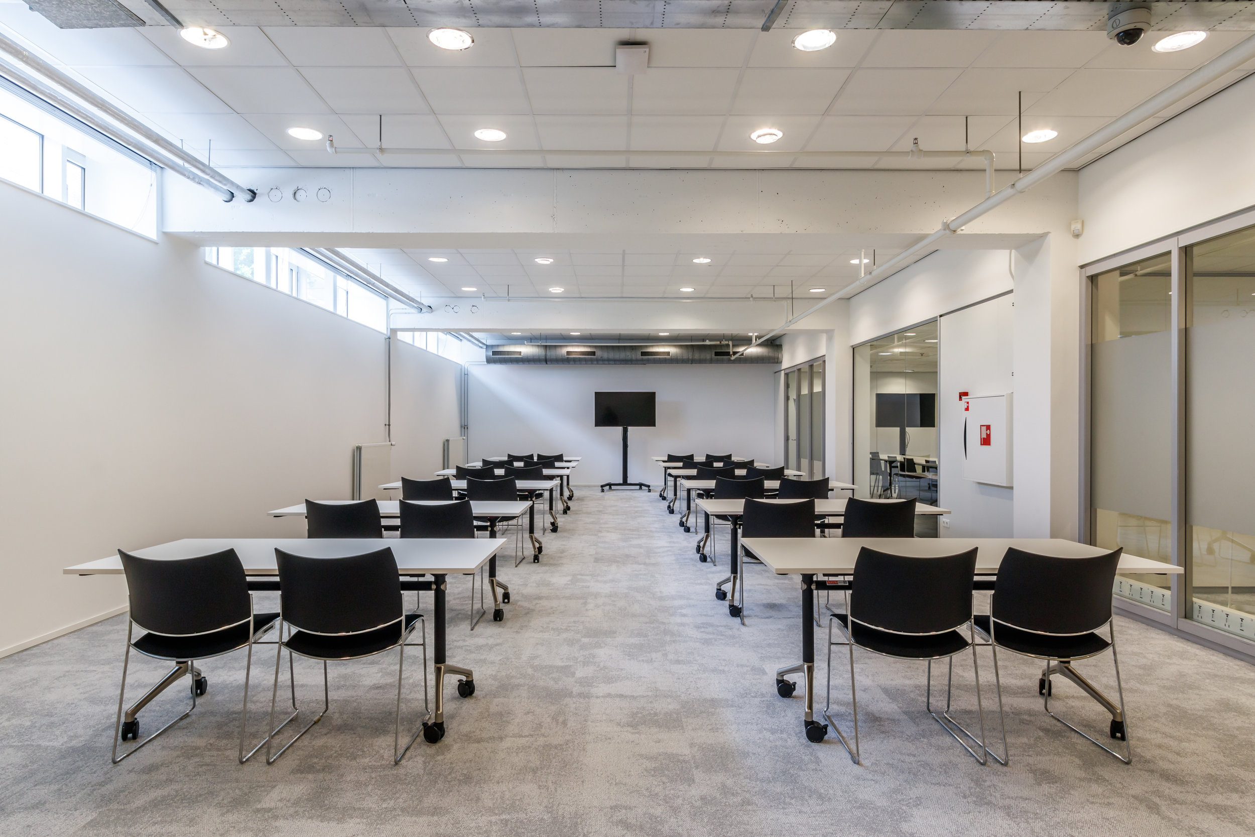 locatie utrecht - experience centre 300m2 tot 100 personen   €150 per uur  EXCL. btw