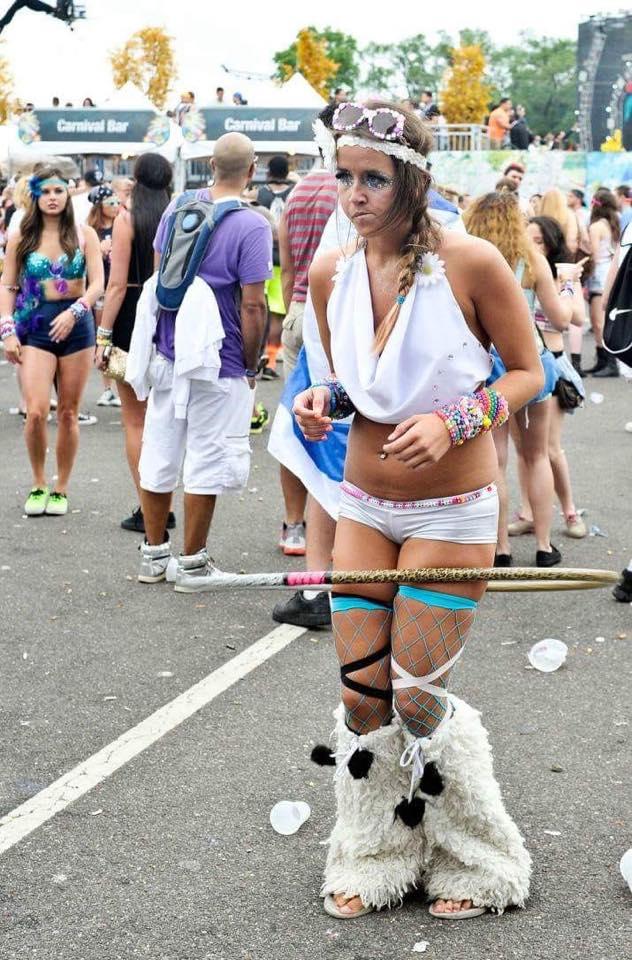 Sobre, Alice met toutes les chances de son côté pour revivre l'intensité de Coachella 2015 à la fête de la musique de Saint-Denis. -