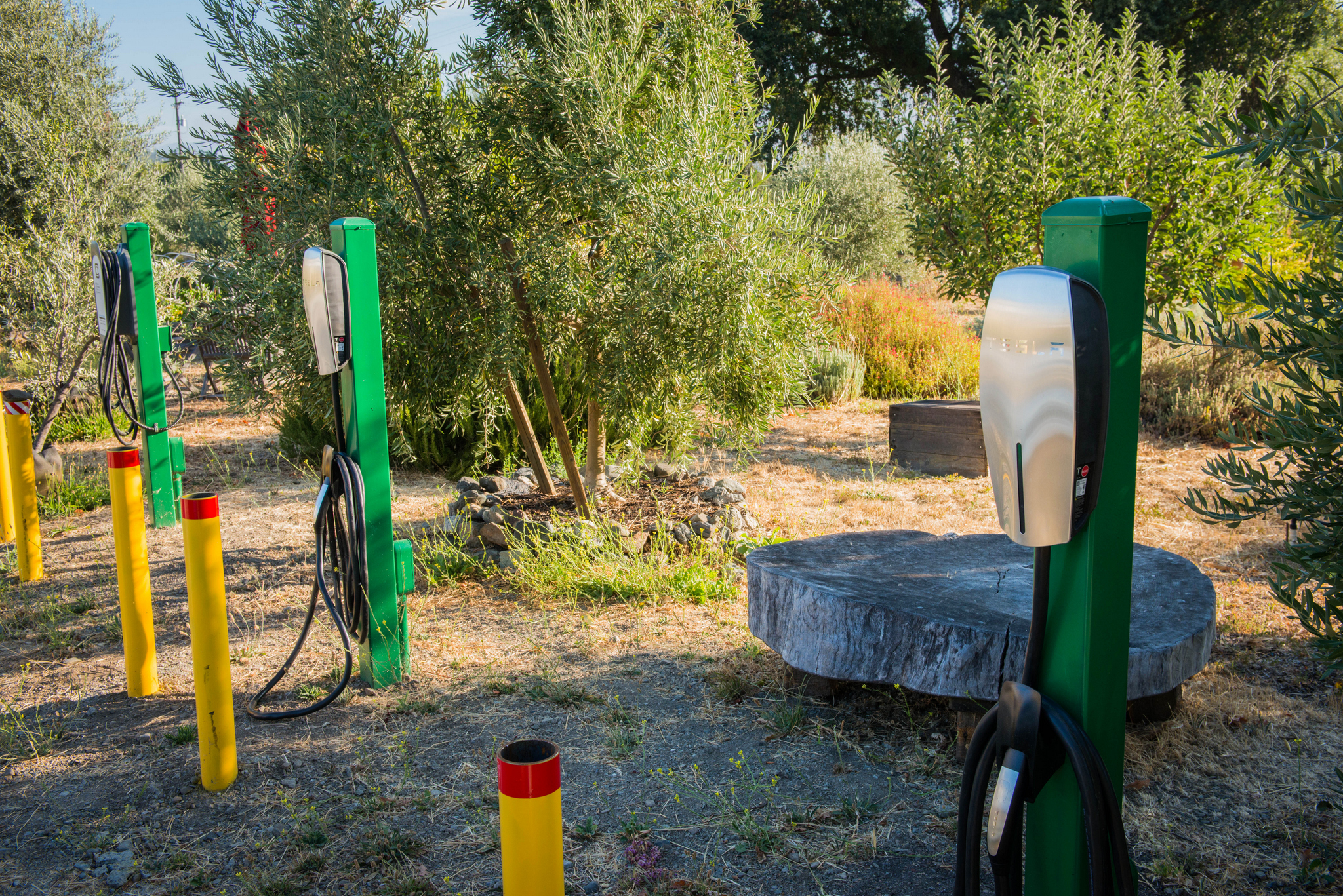 FREE ELECTRIC VEHICLE CHARGERS