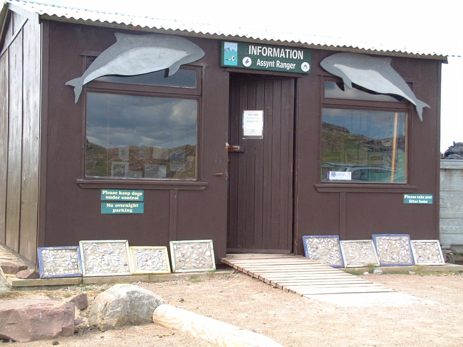 clachtollranger hut outside aug08 (4).JPG