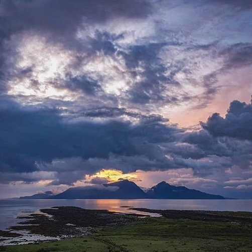 The Isle of Muck is proof that good things come in small packages. Check out this atmospheric shot of Gallanach Bay, from @riversflowandriversrun - overlooking the distinctive outline of the Isle of Rum. It's a great spot to look out for seals, porpoises and dolphins too! - - - - - - - - - #hebrides #islandhopping #calmac #hebrideanwhaletrail #hwdt #whalewatching #whaletrail #wildlifewatching #ig_scotland #natgeotravel #countryfile #scotlandmagazine #visitscotland #scotlandisnow #scotland_insta #scotland #getoutdoors #trailmagazine #guardiantravelsnaps #sundaytimestravel #telegraphtravel #condenasttraveler #scottishislands #visitbritain #ig_worldclub #natureblogger #naturelovers #bbcscotlandpics #hiddenscotland