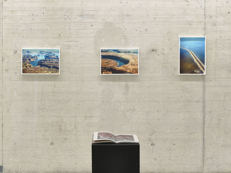 Jim Mangan installation at the  Kunsthalle Düsseldorf . Photo credit:  KIT – Kunst im Tunnel
