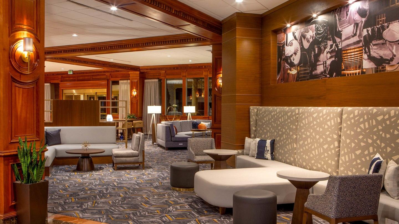bnasi-lobby-seatingarea-6573-hor-wide.jpg