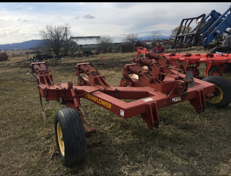Sunflower subsoiler, 5 shank, In great condition - $4750