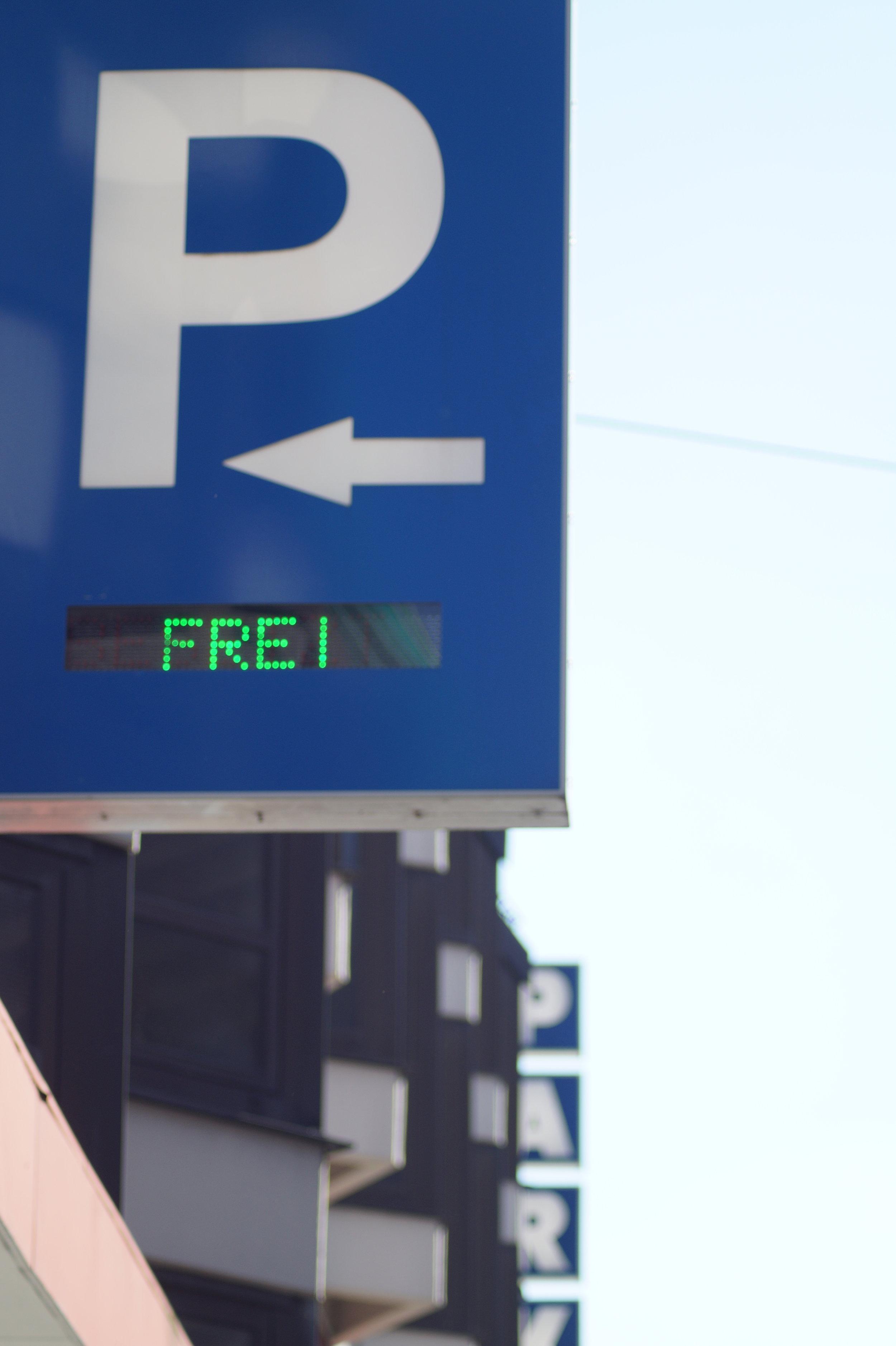 - Aus Richtung Schleizer Straße (B2) oder Plauener Straße (B173)» B2 folgen (Lessingstraße)» Rechts abbiegen auf Poststraße» Links abbiegen auf Kreuzsteinstraße» Links abbiegen auf MarienstraßeAus Richtung Wunsiedler Straße» Wunsiedler Straße weiter auf Hans-Böckler-Straße» Links halten auf MarienstraßeAus Richtung Kulmbacher Straße» Rechts halten auf Jahnstraße» Weiter auf Luitpoldstraße» Links abbiegen auf Marienstraße