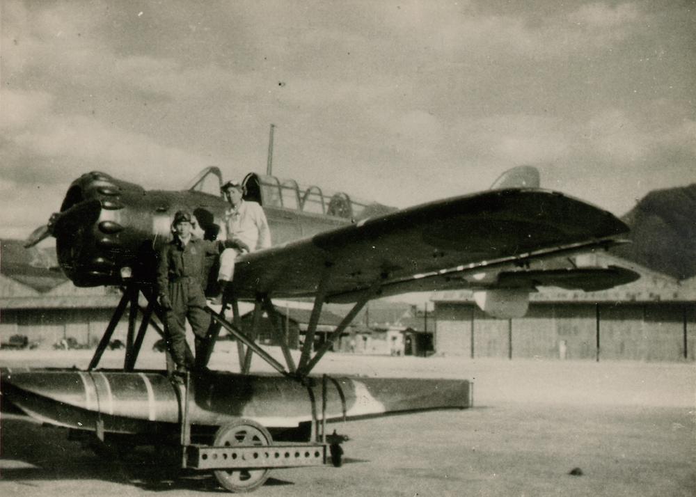 Fujita & man pose on seaplane