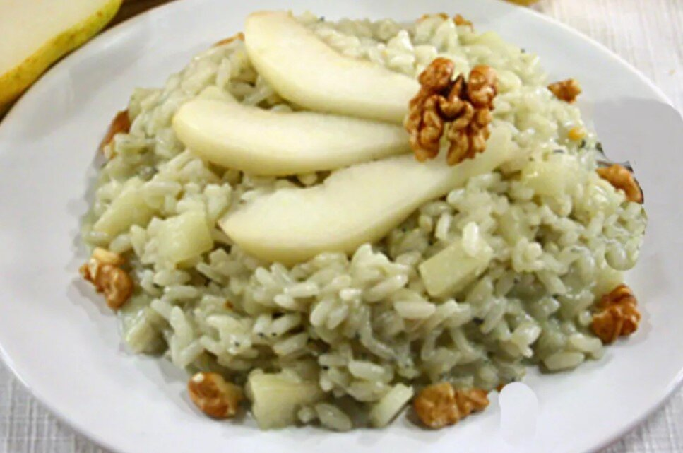 A lovely gorgonzola, pere e noci risotto by Maria Teresa Jorge on Food52 (link below).
