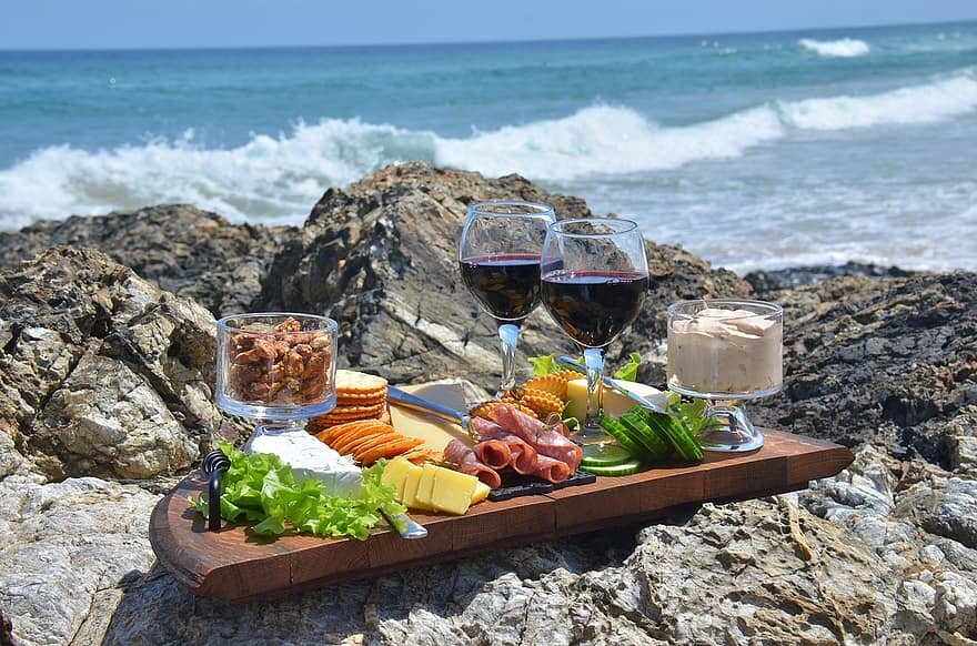 How wine can support a healthy diet: the Mediterranean case