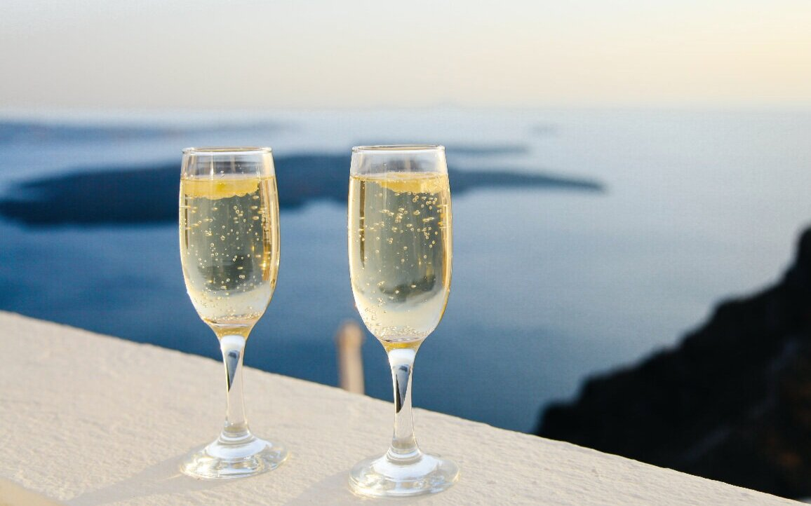 Sparkling wines are also known for their quite cold serving temperatures: perfect for summer