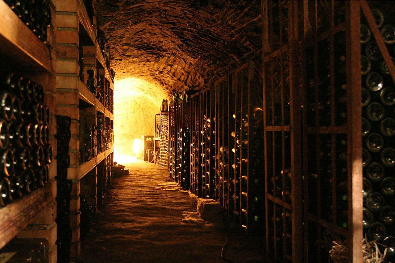 1280px-Wine_cellar.jpg