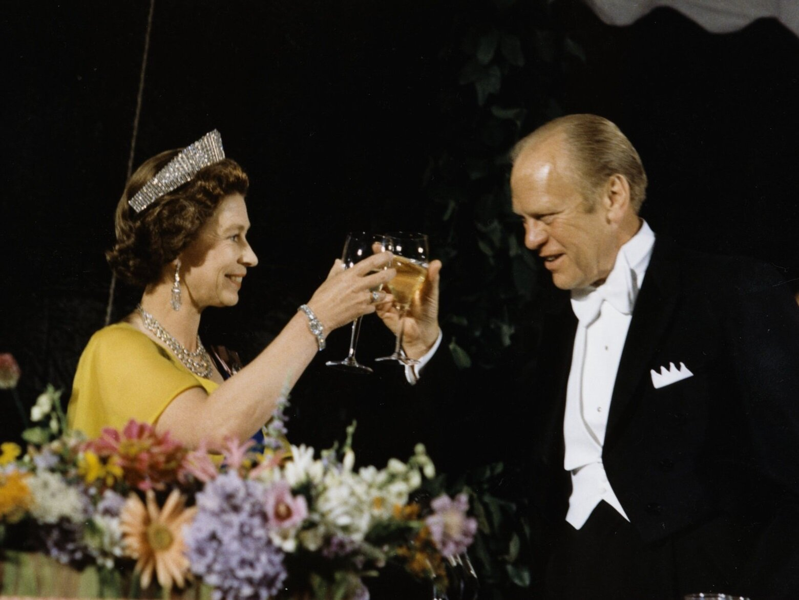 Gerald Ford toasts with Queen Elizabeth II.  Credit: White House Historical Association