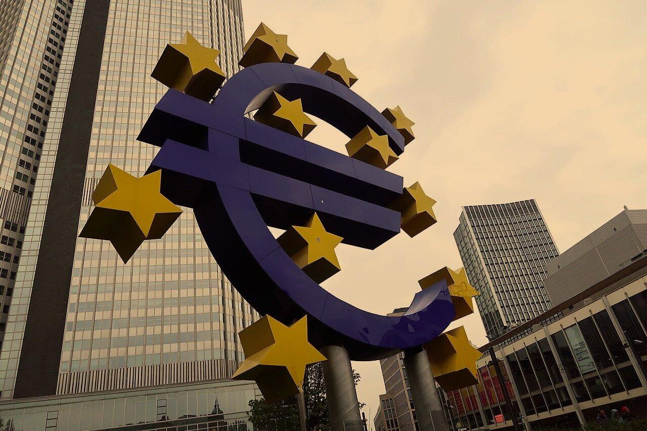 Euro-Skulptur%2C_Frankfurt_am_Main_%282019%29++Ra%27ike+WikiCommons.jpg