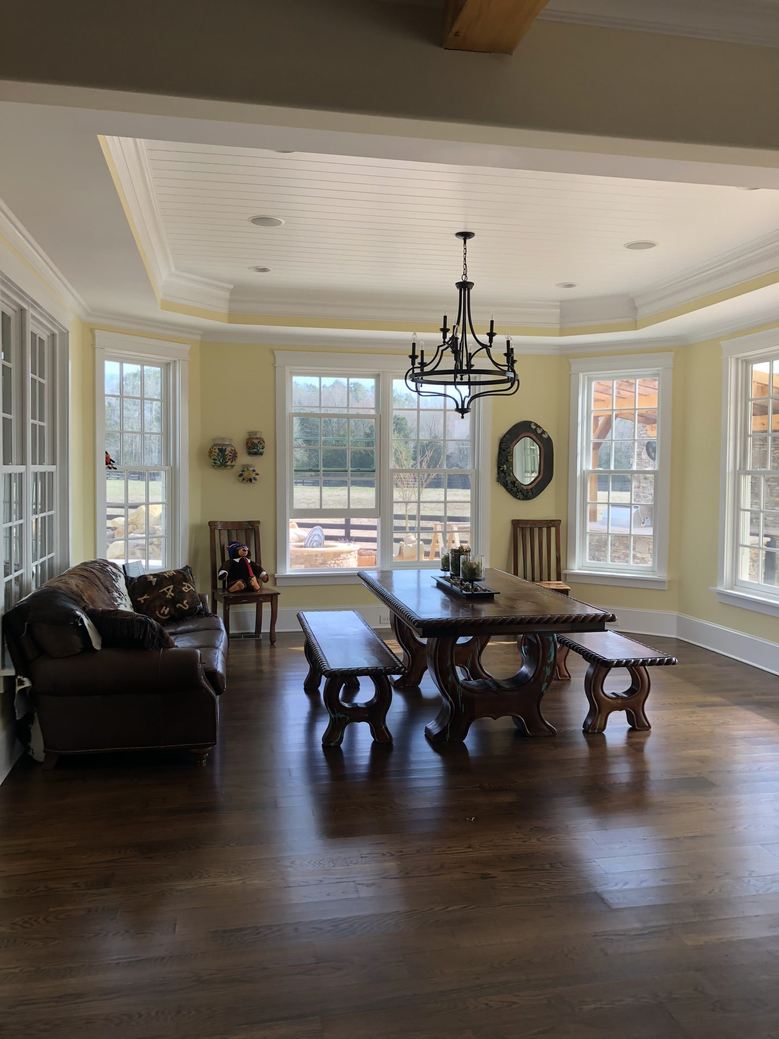 Large casual dining space off the kitchen.