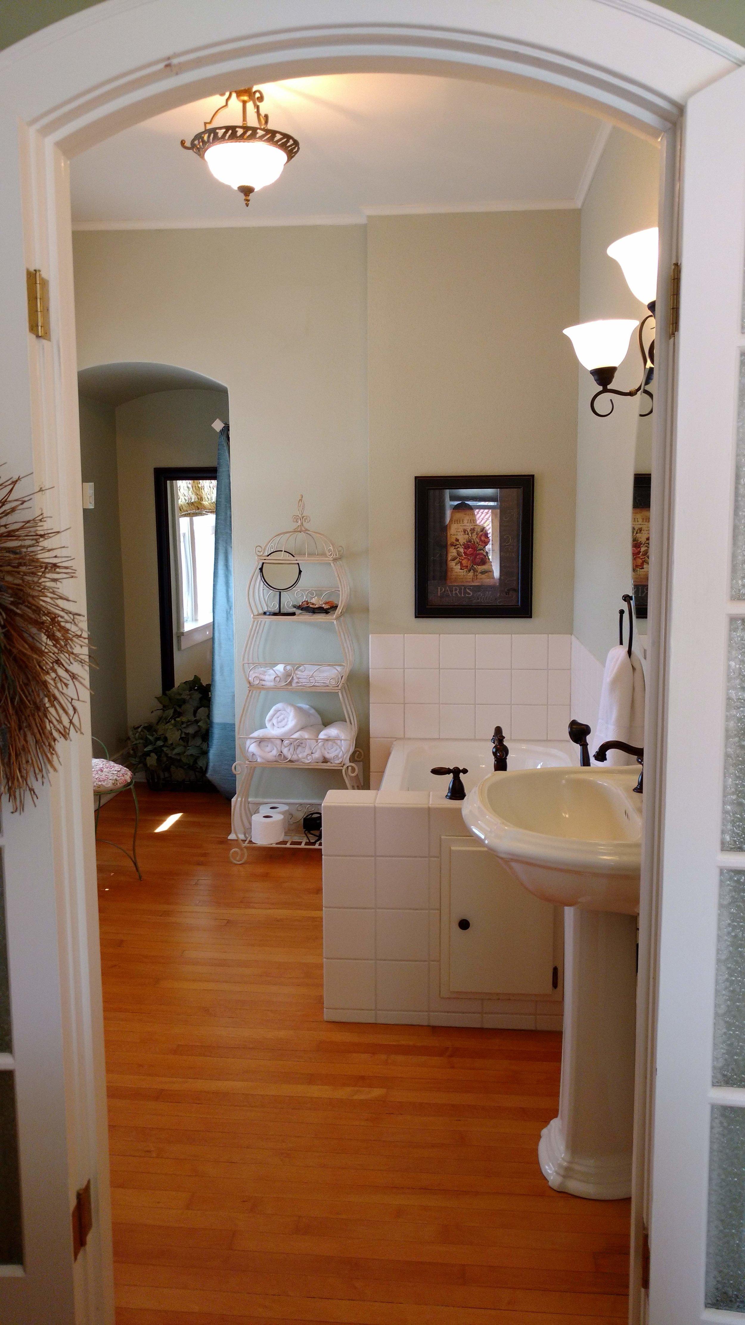 The Victoria Room En Suite Bathroom
