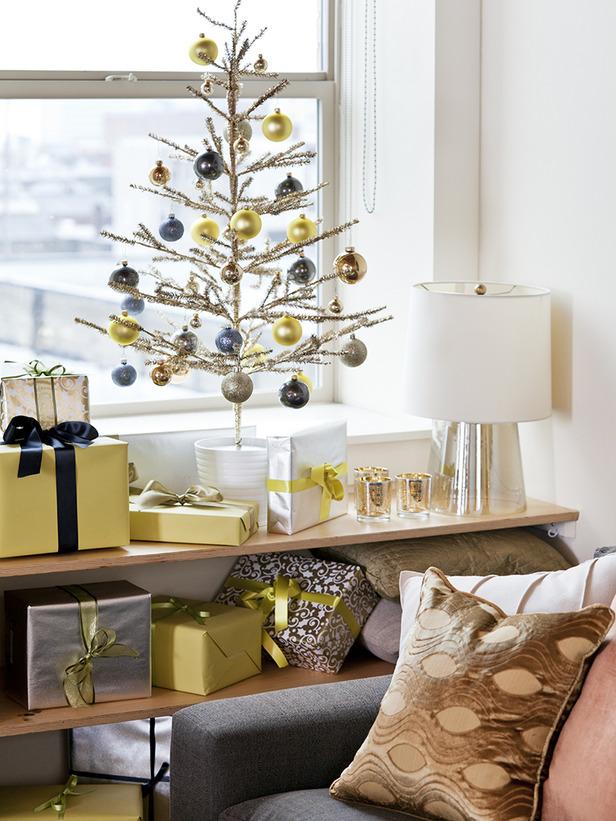 Original_Cassandra-LaValle-Holiday-Theme-Living-Room-Close-Up_s3x4_lg.jpg