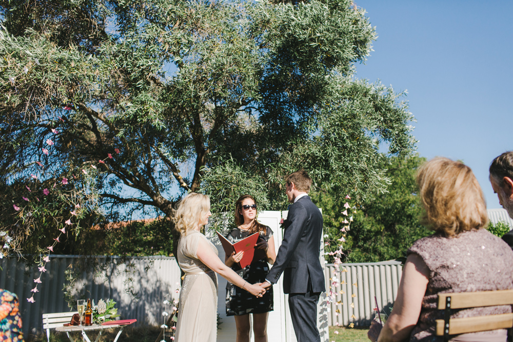 melissa_mills_photography_new_zealand_wedding_photographer_backyard_wedding024.jpg