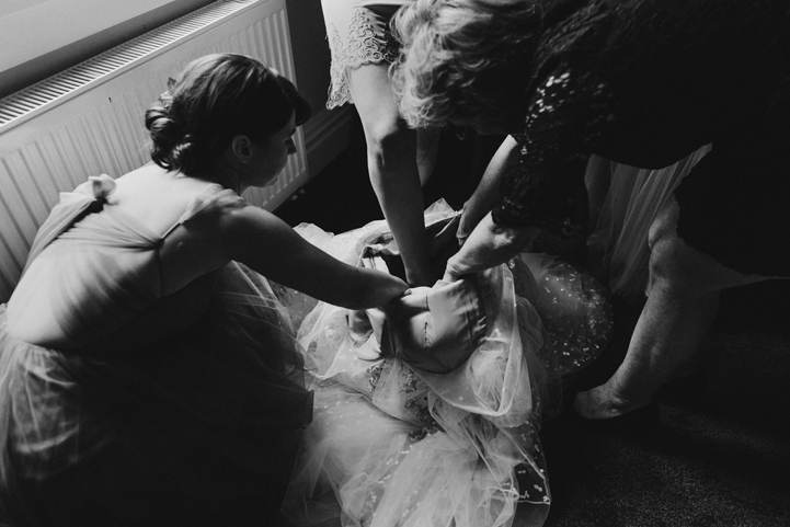 001-bride-groom-getting-ready-melissa-mills-photography.jpg