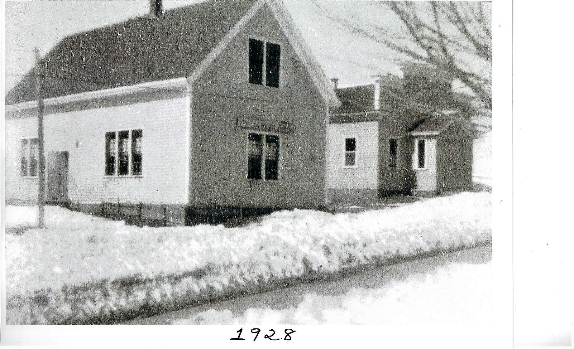 A view of Fortune Hall, as it sat adjacent to the old schoolhouse. Date on image is incorrect.