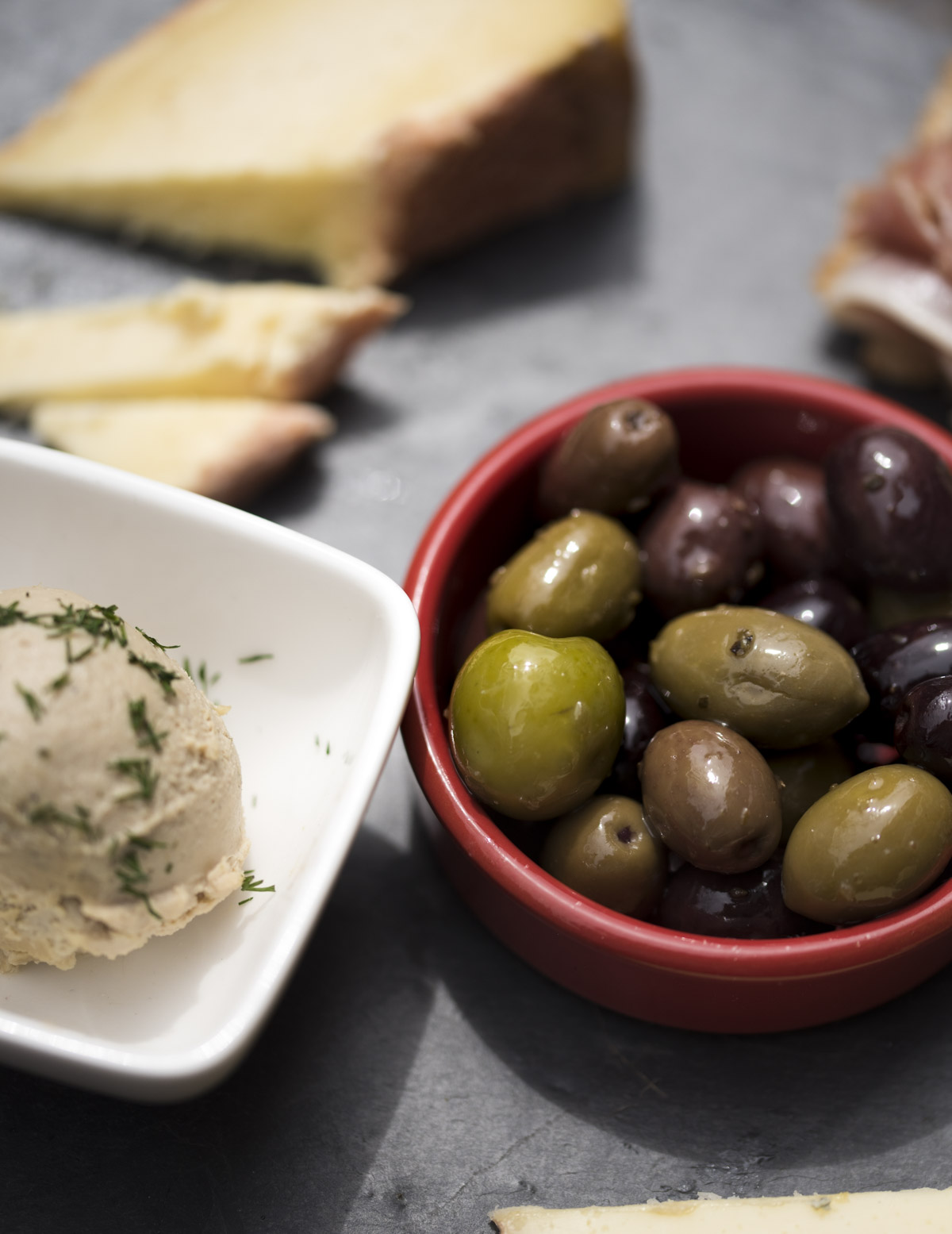 herbedbutter-olives-bread-in-individual-dishes.jpg