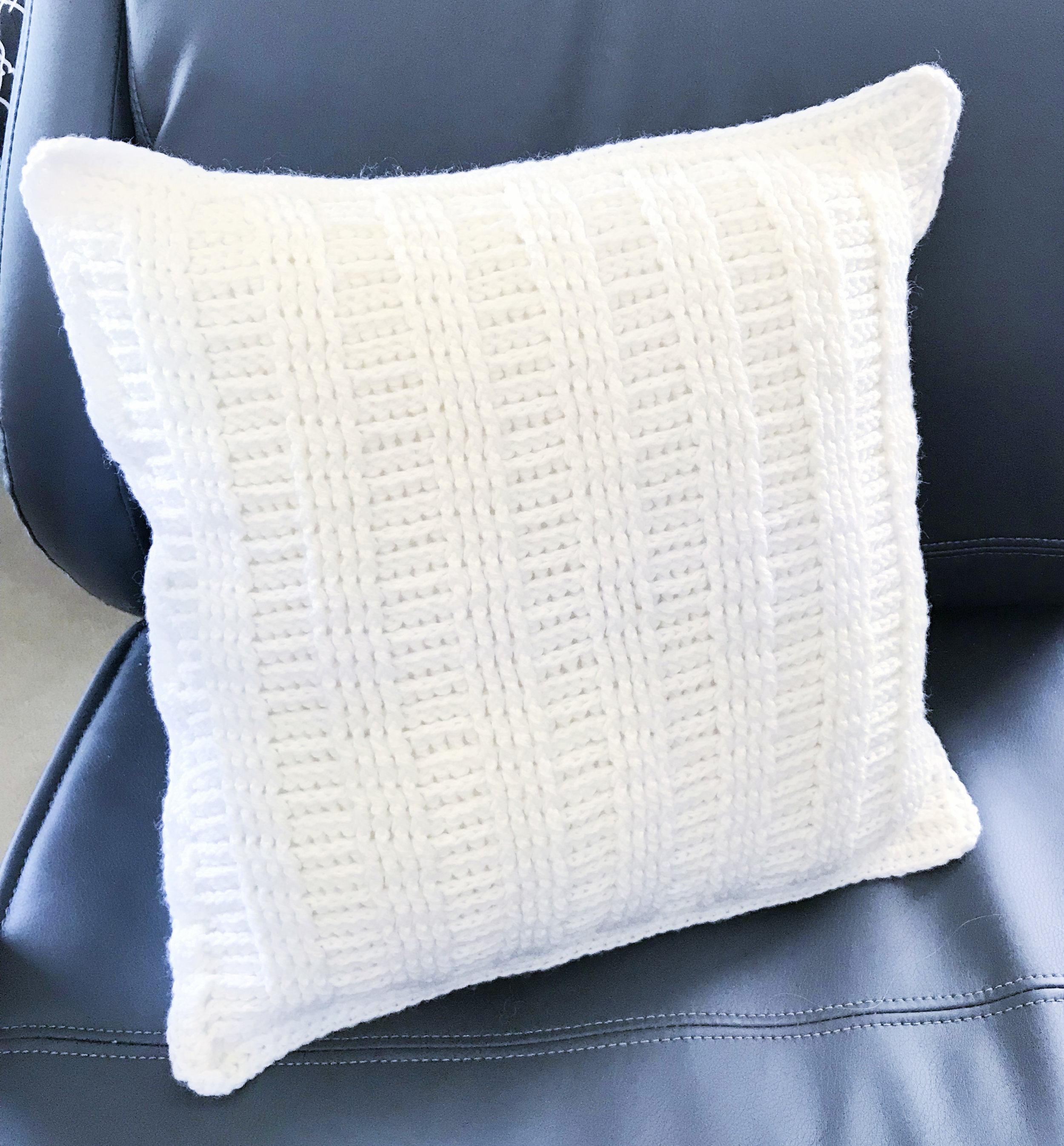 Khlaidri Crochet Worsted Weight Pillow Cover