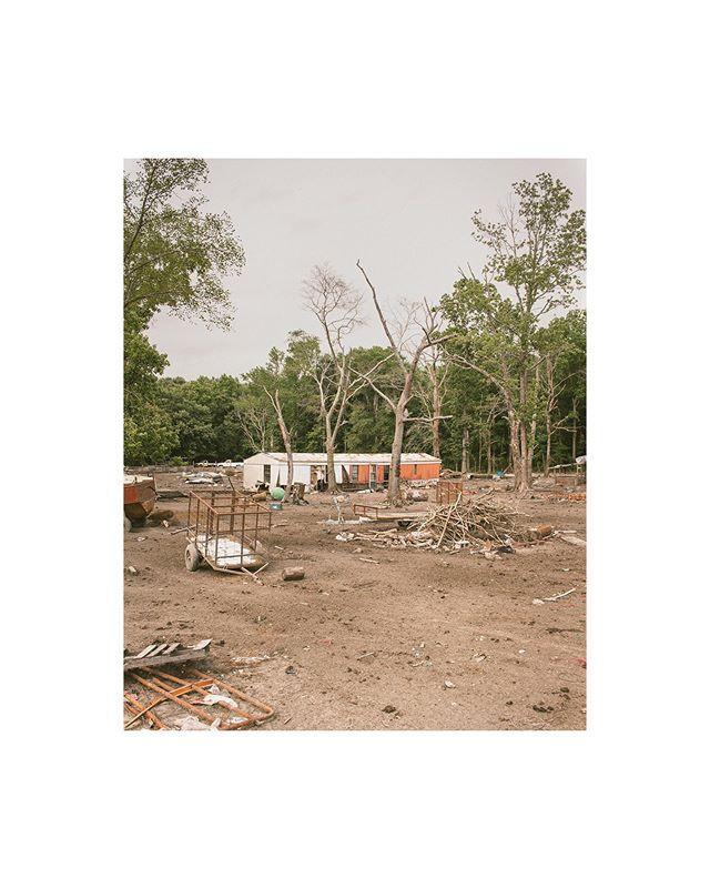 Desolate Roadways, may switch to black and white 📷🎞 | #4x5film #portra400  ________________ @newyorkerphoto @nytimes  @chamonixviewcamera  @kodak  @1000words_magazine @drivebyfilm @filmshooterscollective @the.analog.club • #photooftheday #northcarolinaphotographer #photography #photo #shanederuise #bravogreatphoto #picoftheday #documentaryphotography #conway #filmcommunity #northcarolina #visualambassadors #portraitphotography #ghosttown #nc #desolateplaces #northcarolinaphotography #filmisntdead #portrafilm #kodakportra #architecturephotography #deepsouth #iso1200magazine #nc #northcarolina #roanokerapidsnc #conwaync #greenvillnc #murfreesboronc