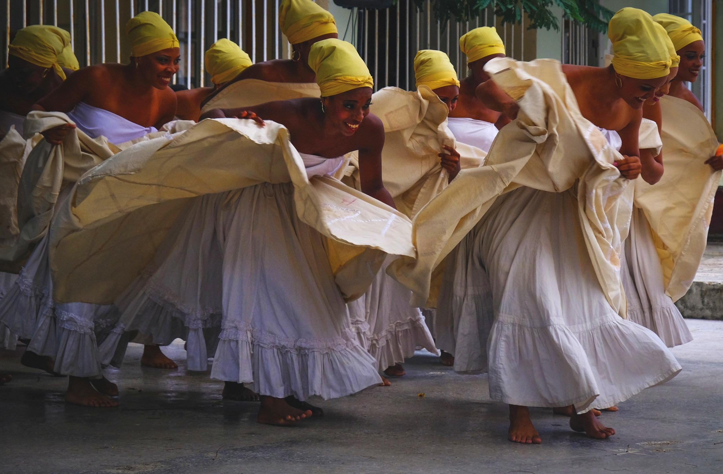 Dancers Cuba Havana Globe + Tribe
