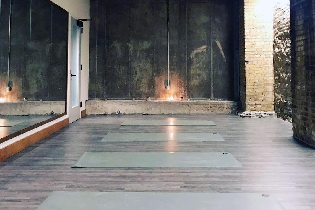 Dr. Anna Roth - Yoga