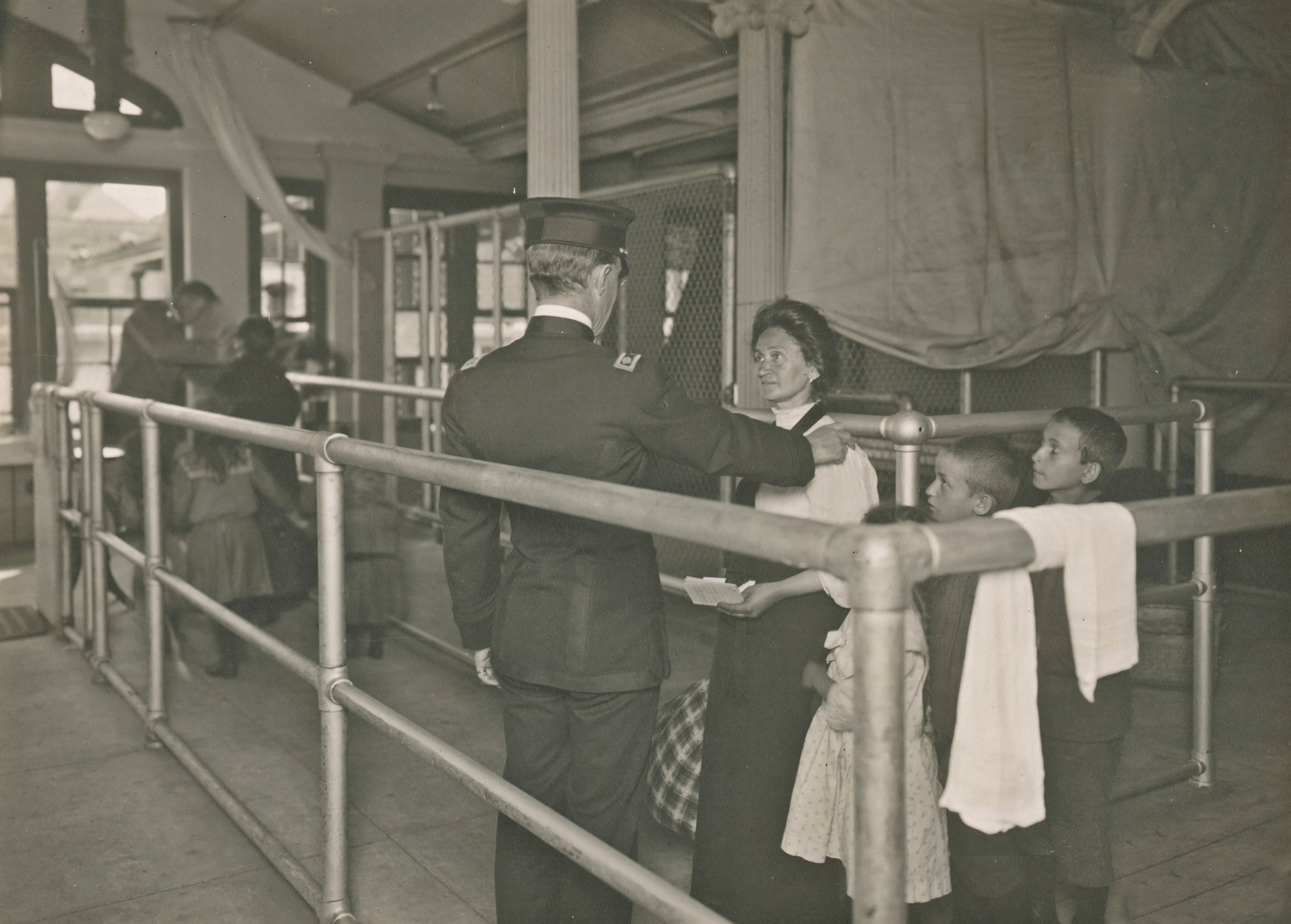 Immigrants pass through the Ellis Island checkpoint, New York Public Library.