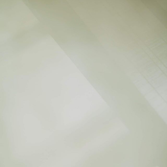 手漉き和紙をつくる風景。  丹後和紙を先代の想いを引き継ぎながら、大切に作られている田中さんの工房へ。原材料の楮(こうぞ)の生産から和紙作りまで一貫して行う姿に、とても大切な時間を学ばせて頂きました。  #和久屋傳右ヱ門 #和久傳 #福知山 #丹後二俣紙