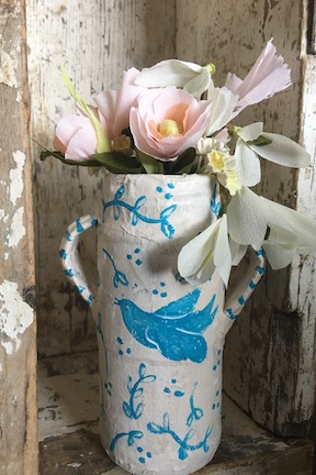paper flowers and papier mache vase with charlotte lyons and me! - MAY 5, 20193-6 pmPAPER CROWN, WACO, TX$75 ALL SUPPLIES INCLUDEDi am so delighted that my dear friend, Charlotte Lyons, is headed to TEXAS to teach! she has several other classes she'll be teaching that weekend too… all at Paper Crown!we are teaming up to teach you how to make a paper flower bouquet and then paint a sweet papier mache vase so you have the perfect vessel to display them in.
