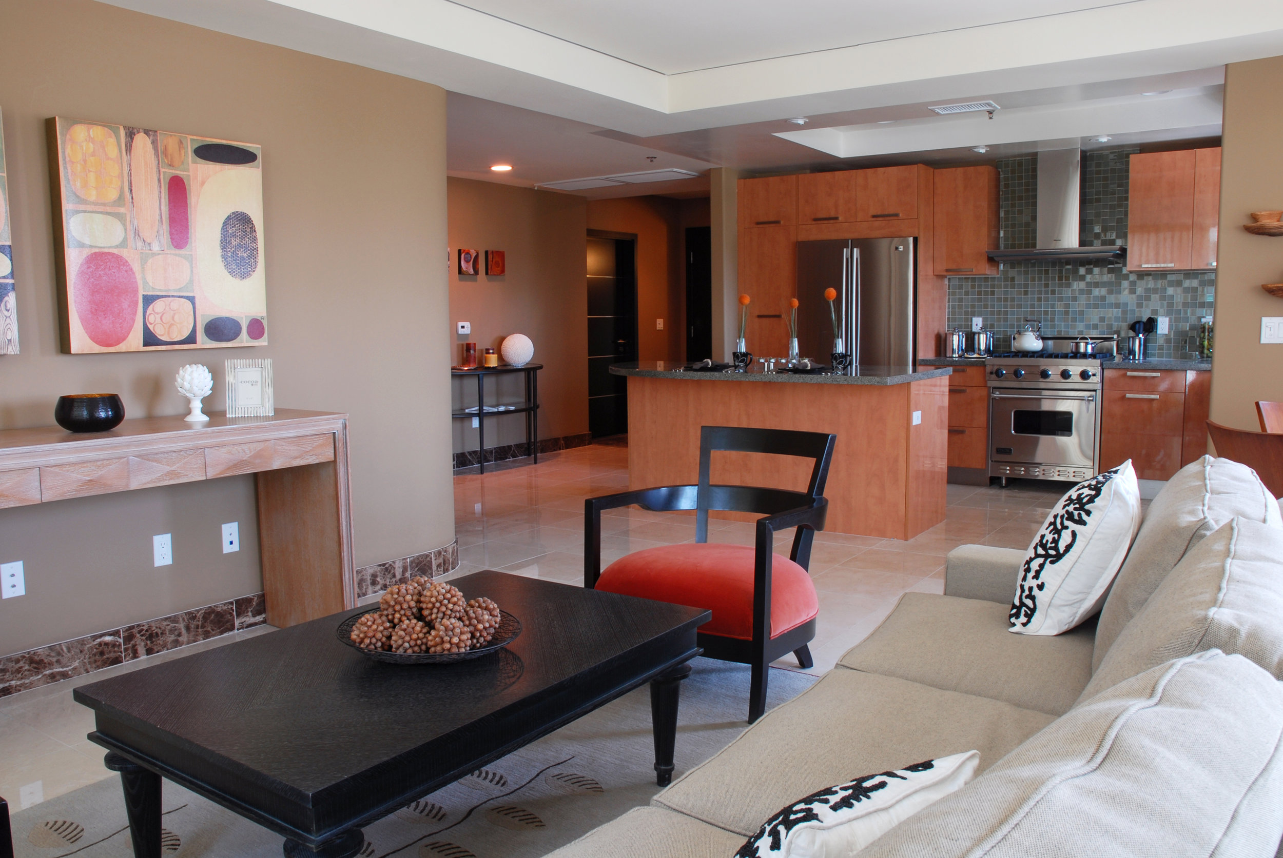 01_Room501_livingRoom_kitchen.jpg