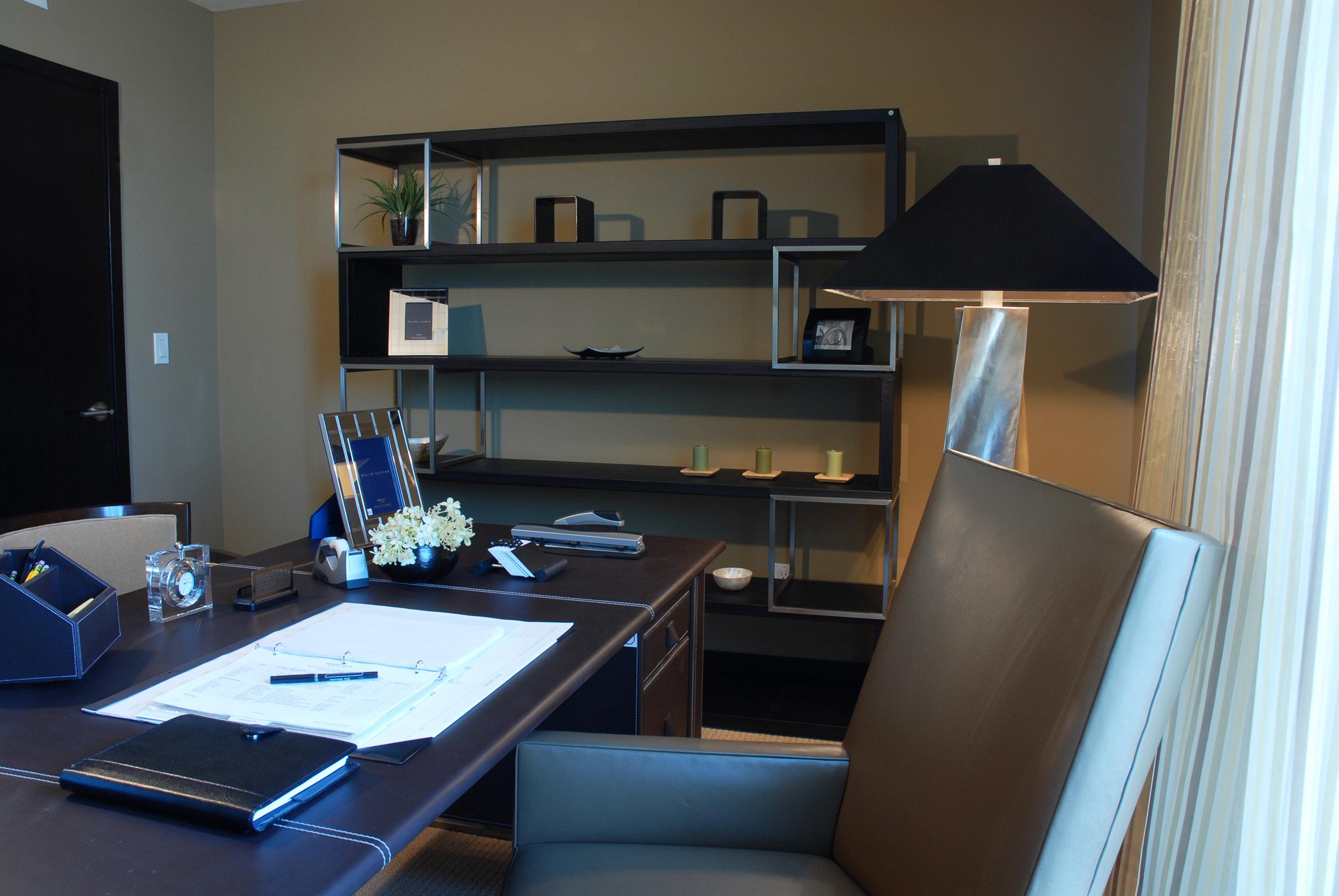 09_Room504_office.jpg
