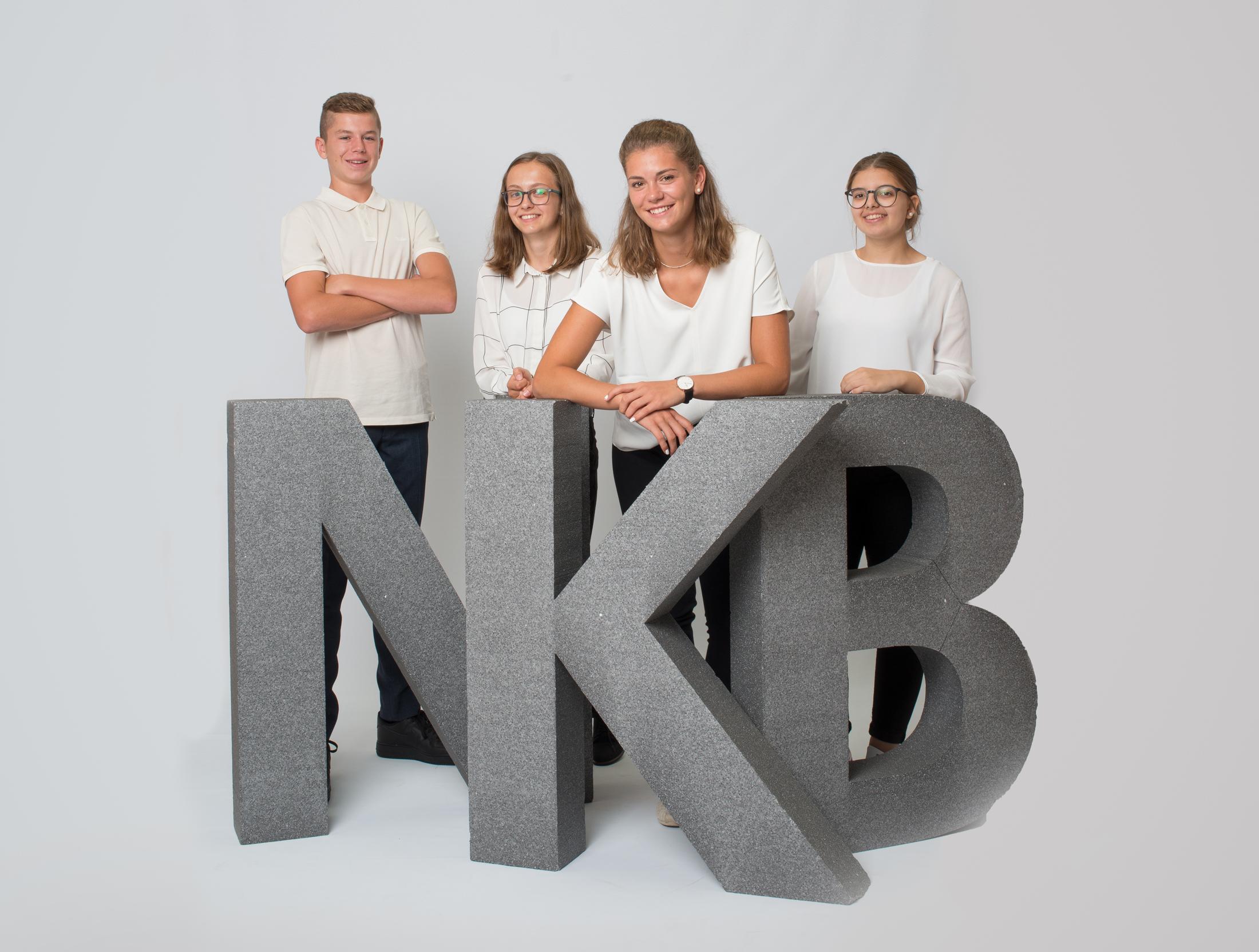 Levin, Sabrina, Jasmin und Melisa haben im August 2018 die Lehre bei der NKB begonnen.