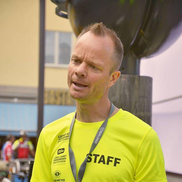 Från målansvariga igår så går vi över till startansvarig, Staffan Eriksson. Staffan ser till att alla kommer iväg i rätt ordning och när de ska. Chacarron är favoritlåten 😉.