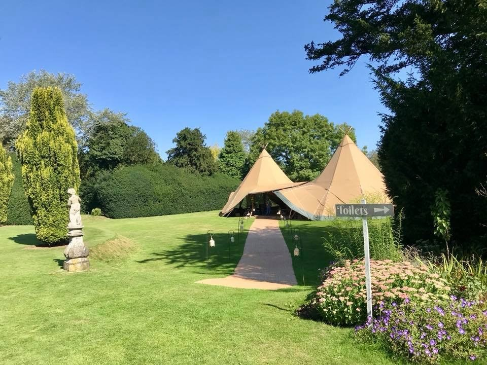 The manicured tiered lawns are perfect for marquees & tipi's