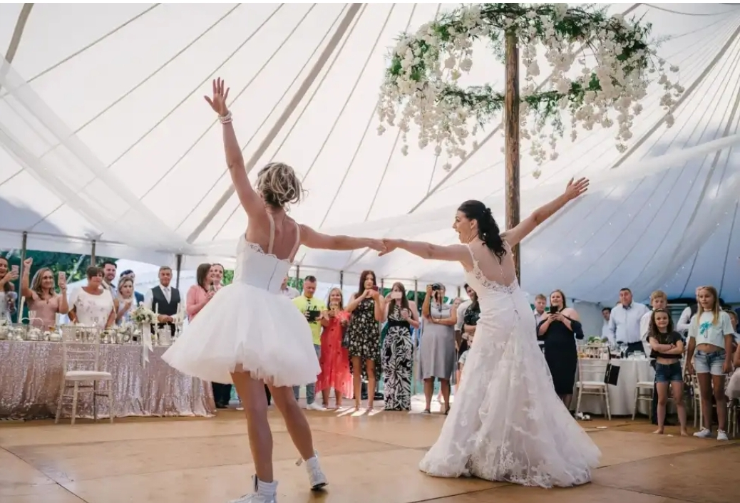 Dance the Night Away… - The only thing left to do is to enjoy your big day. With drinks flowing and music entertaining until 1am. This means the night is never cut short and everyone has plenty of time to show off their best moves on the dance floor!