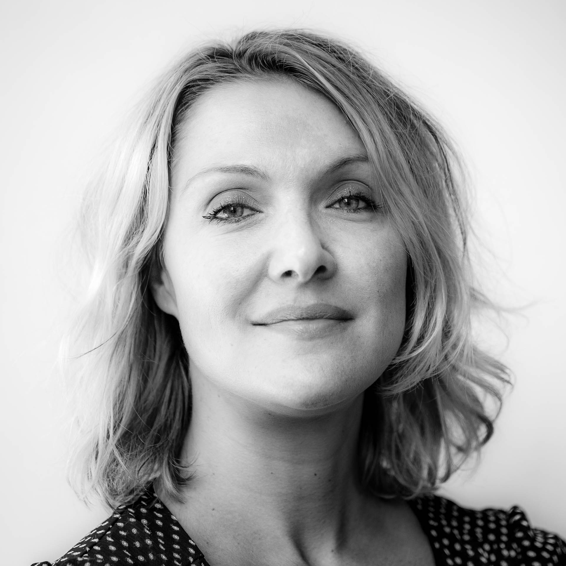 Christelle Bivic - Suite à ses 20 ans d'expérience en tant que RH, Christelle entreprend, tout naturellement, d'apporter une réponse pertinente à ce mal-être parfois profond. C'est par ses qualités d'écoute et son approche fine de l'humain, qu'elle propose ce chemin réparateur et énergisant, en vue d'un nouveau départ.