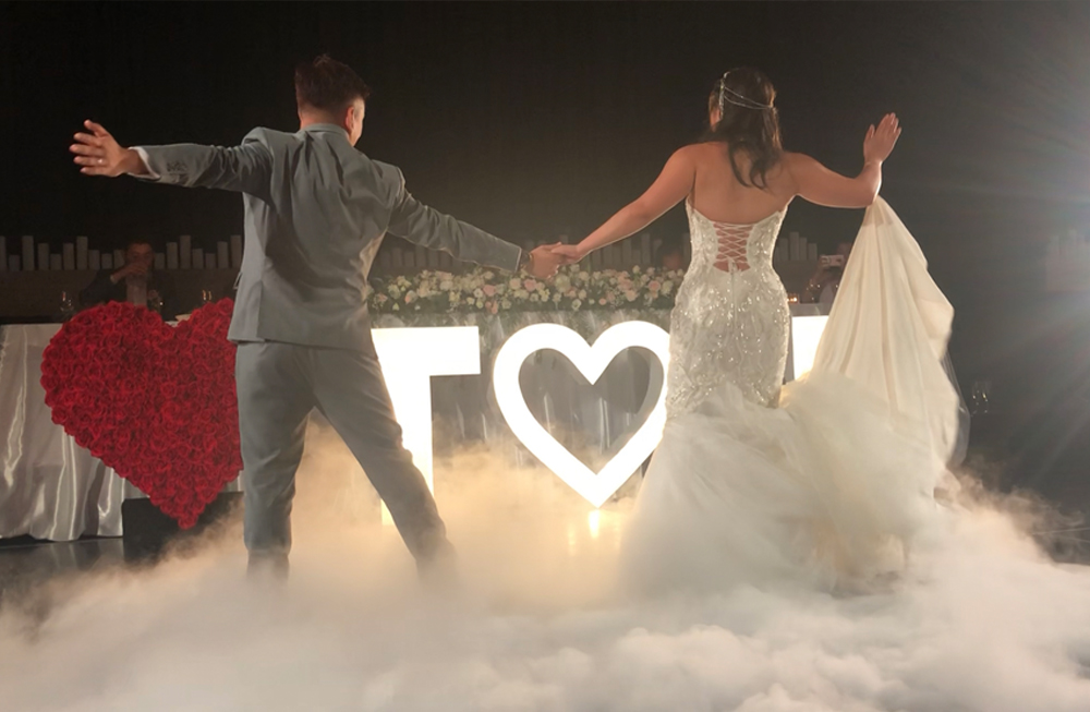 Dancing on a cloud (DRY ICE) - Just like a magical fairytale, our dry ice machines are a must for your first dance. Low-lying velvet blanket of clouds creates a mystical, romantic, and unique effect!