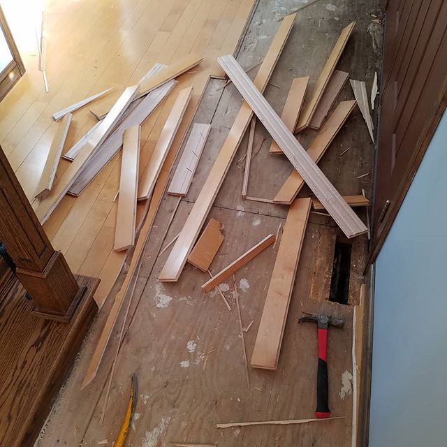 Starting a new job this morning. Tearing out old Maple that was not installed correctly. Will be installing new oak to match existing rooms.  #hardwoodflooring #oakflooring #genevail #stcharlesil #legendaryflooring #homeimprovement #remodeling #maple #tearout #refinishing