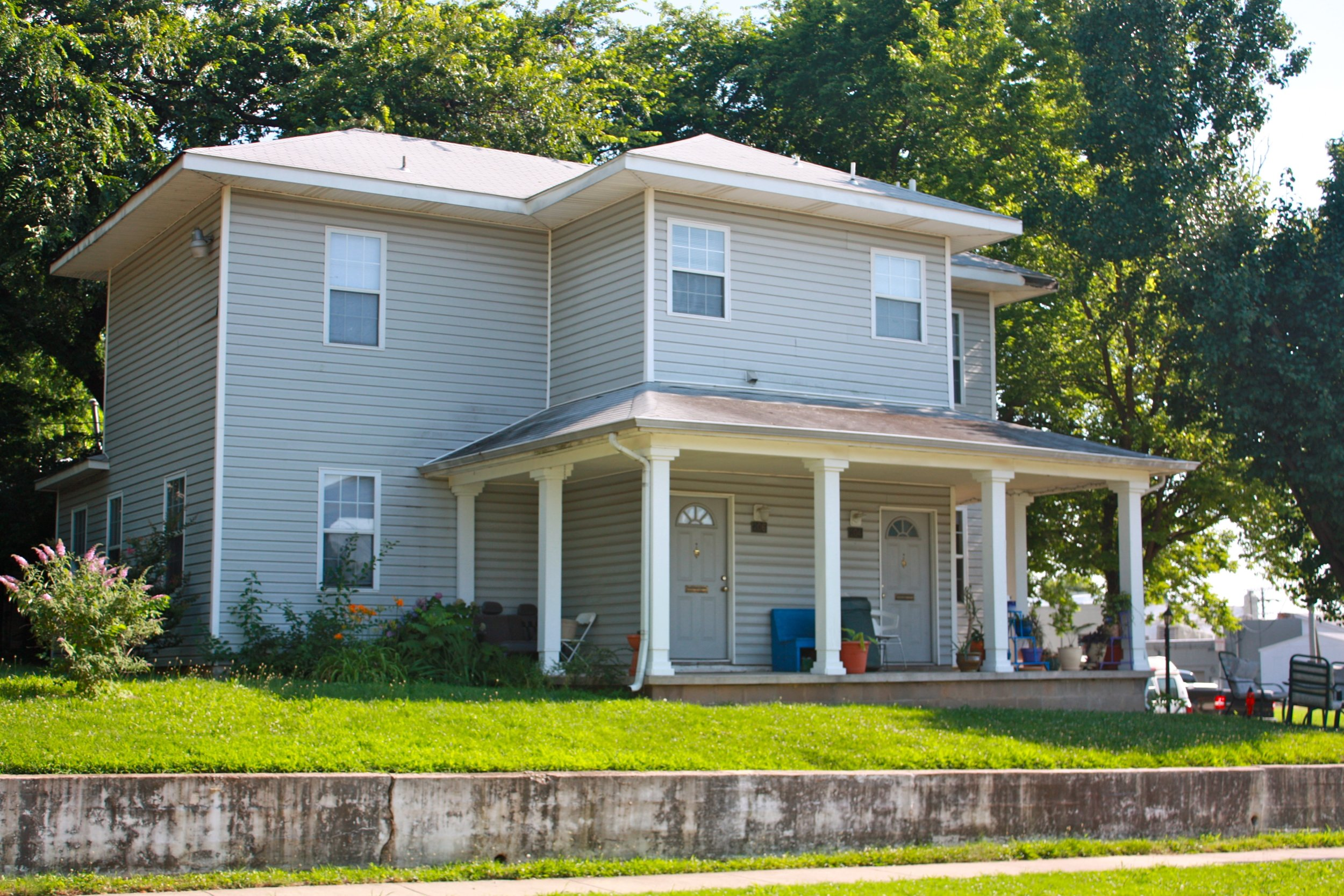 204 E 17th PL Duplex - $850 PER MONTH + UTILITIES | 2 BED | 1 BATHDuplex - Downstairs Unit, Living Room, Dining Room, Decorative fireplace, Carpet, Across from Maple Park, Close to Expressways, Near Downtown, Water Paid.DETAILS: $850 per month + gas & electric, $500 security deposit, Minimum 1-year lease, $150 non-refundable pet deposit per pet, No Section 8.