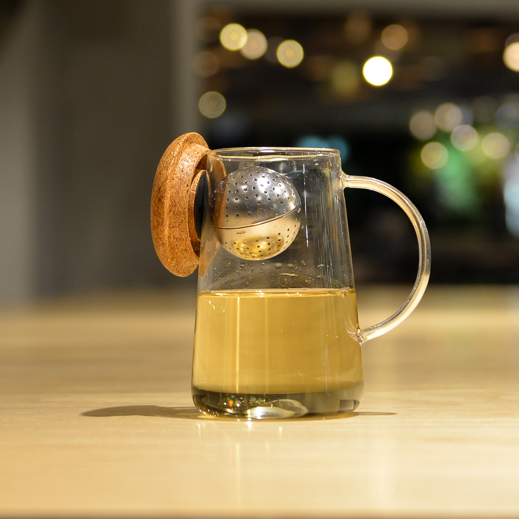 Oh! T, the intelligent, patent-pending tea infuser that adjusts for your perfect taste.